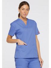 """Blouse médicale Col V Femme, Dickies, 2 poches, Collection """"EDS signature"""" (86706), couleur bleu ciel, vue modèle coté gauche"""