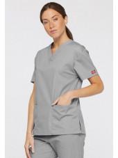 """Blouse médicale Col V Femme, Dickies, 2 poches, Collection """"EDS signature"""" (86706), couleur gris clair, vue modèle coté droit"""