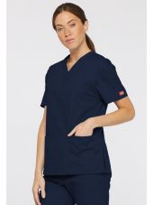 """Blouse médicale Col V Femme, Dickies, 2 poches, Collection """"EDS signature"""" (86706), couleur bleu marine, vue modèle coté droit"""