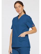 """Blouse médicale Col V Femme, Dickies, 2 poches, Collection """"EDS signature"""" (86706), couleur bleu royal, vue modèle coté droit"""