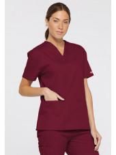 """Blouse médicale Col V Femme, Dickies, 2 poches, Collection """"EDS signature"""" (86706), couleur bordeaux, vue modèle coté gauche"""