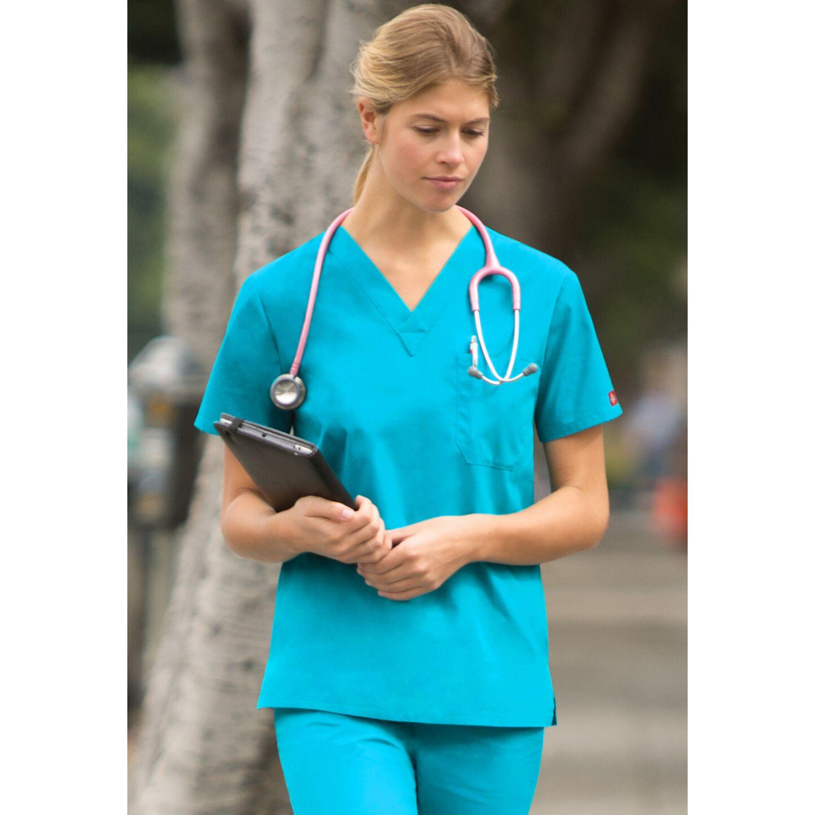 """Blouse médicale Femme, Dickies, poche cœur, Collection """"EDS signature"""" (83706), couleur turquoise vue modèle"""
