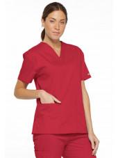 """Blouse médicale Col V Femme, Dickies, 2 poches, Collection """"EDS signature"""" (86706), couleur rouge, vue modèle coté gauche"""