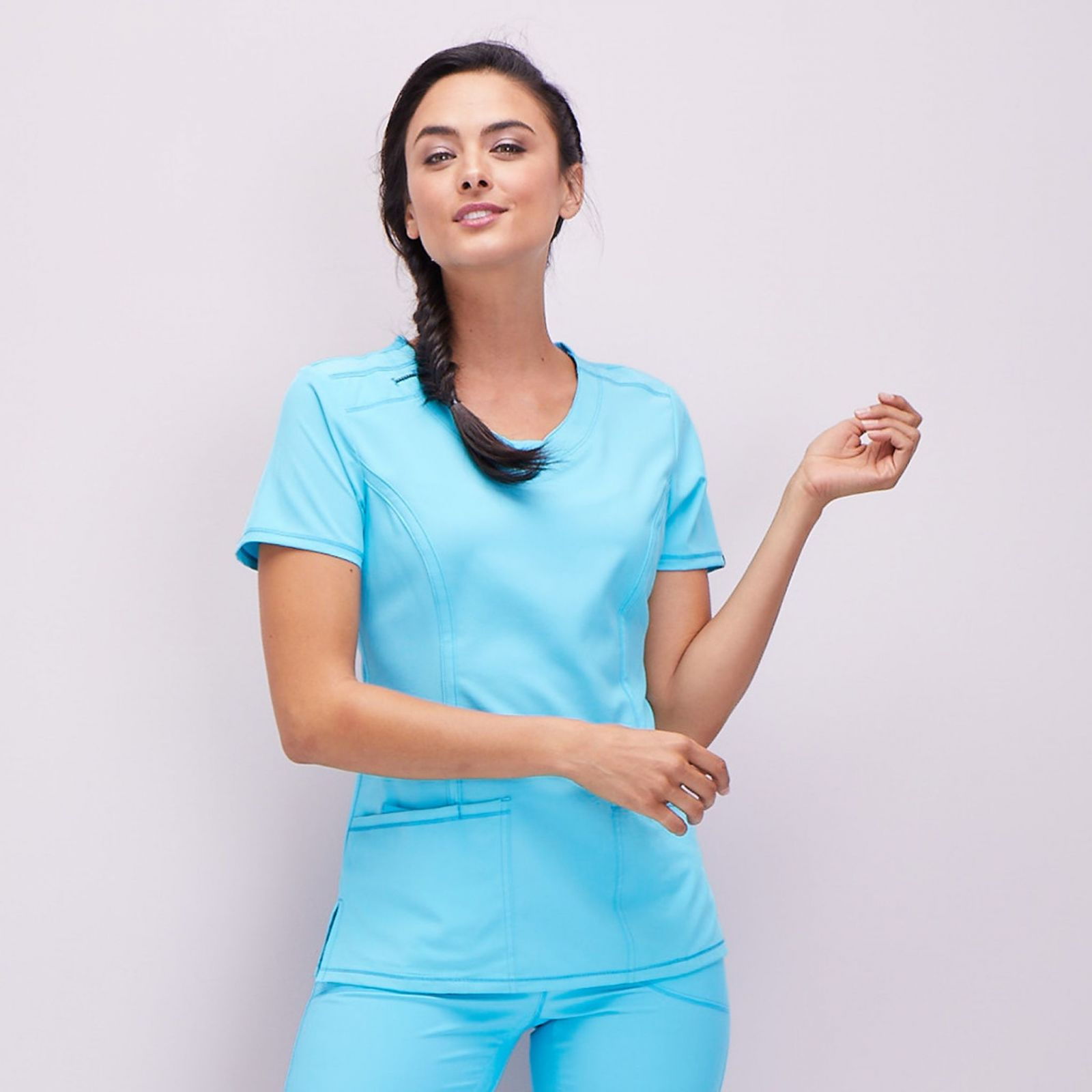 "Blouse médicale antimicrobienne col rond, Cherokee, collection ""Infinity"" (2624A), vue modèle, couleur turquoise"