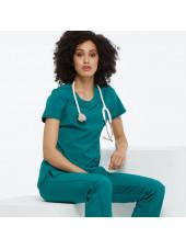 "Blouse médicale antimicrobienne col rond, Cherokee, collection ""Infinity"" (2624A), vue modèle, couleur teal blue"