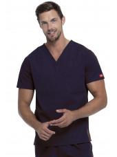 """Blouse médicale Homme, Dickies, poche cœur, Collection """"EDS signature"""" (83706), couleur bleu marine, vue modèle"""