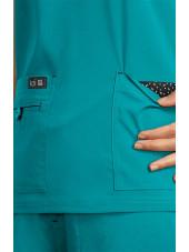 """Blouse médicale Femme Koi """"Becca"""", collection """"Koi Basics"""" (373-) teal blue vue détail"""