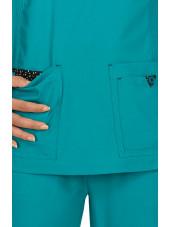 """Blouse médicale Femme """"Katie"""" Koi, collection """"Koi Basics"""" (374-) teal blue vue détail"""